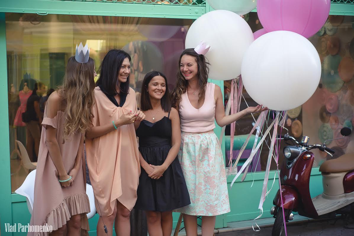 Девочки любят платья
