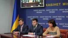 ГФС (глава ведомства Роман Насиров в центре) передают в подчинение Минфину (министр Наталия Яресько - справа)