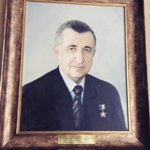 Портрет Кирпы в холле перед приемной министра