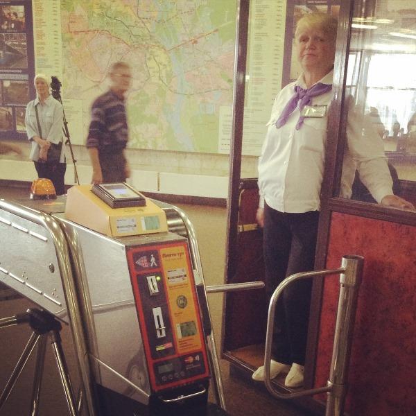 """Нарядная контролер станции метро """"Золотые ворота"""""""