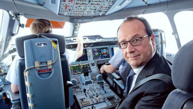 Президент Франции Фрасуа Олланд прибыл на Парижский авиасалон на Airbus A350