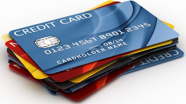 Клиентам вернут украденные с карточек деньги