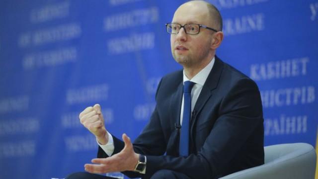 Яценюк поручил заняться долгом