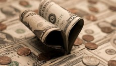 Доллар укрепляется в паре с евро