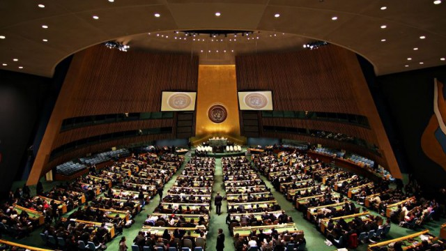 Генассамблея ООН обеспокоилась и призвала РФ соблюдать права в Крыму