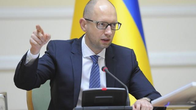 Яценюк поручил немедленно начать ремонт взорванных опор ЛЭП