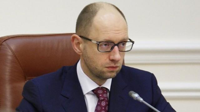 Яценюк приказал аннулировать энергетический договор с РФ по Крыму