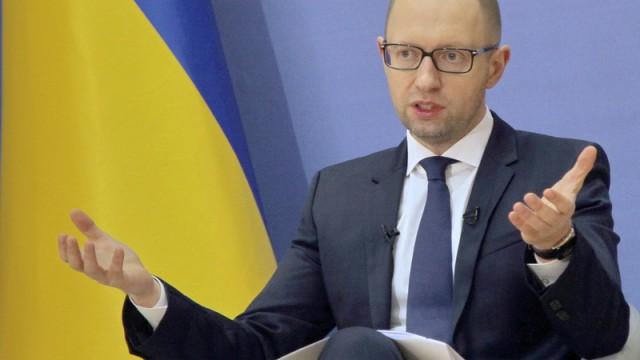 Яценюк опроверг договоренности с Порошенко и Коломойским