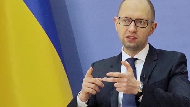В БПП заверяют, что Яценюк усидит в кресле премьера