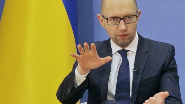 Яценюк счел возможным снижение цен на АЗС