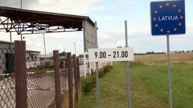 Латвия отгораживается от России забором