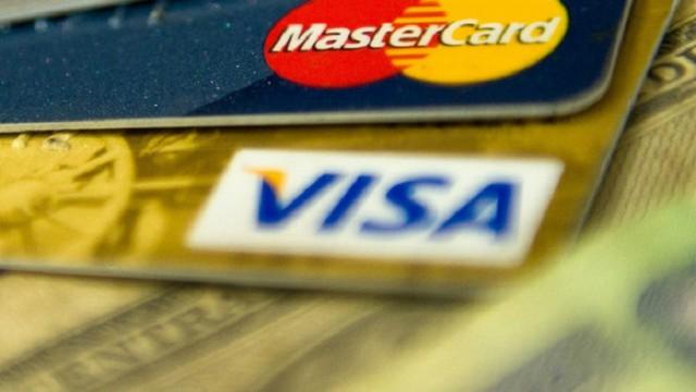 Visa и MasterCard отключили от обслуживания ряд банков РФ