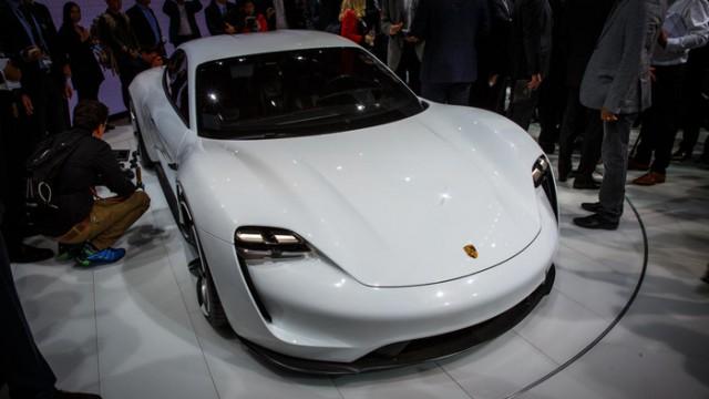 Porsche запустит серийное производство электромобилей