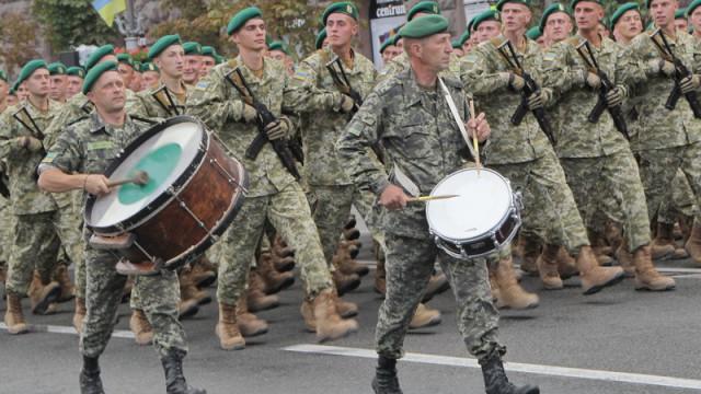 Президент разрешил иностранцам служить в украинской армии