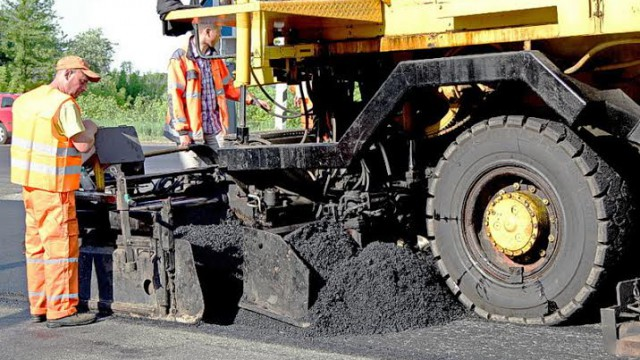 Гройсман велел открыть очередной сезон ремонта дорог