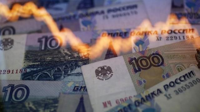 Цены на нефть потянули рубль вниз