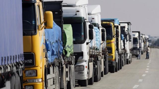Украина заблокировала свыше 60 фур с товарами из РФ
