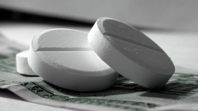 Кабмин отменил сертификацию западных лекарств