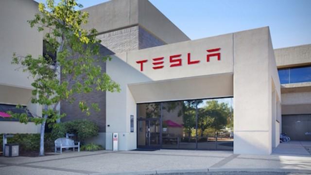 Убыток Tesla увеличился до $889 млн