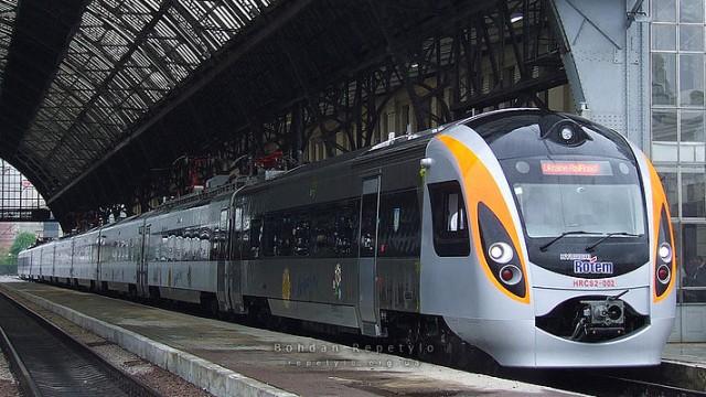 УЗ назначила дополнительные поезда