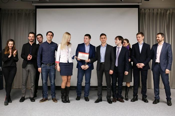 Команды Amica и NGServ, третье место