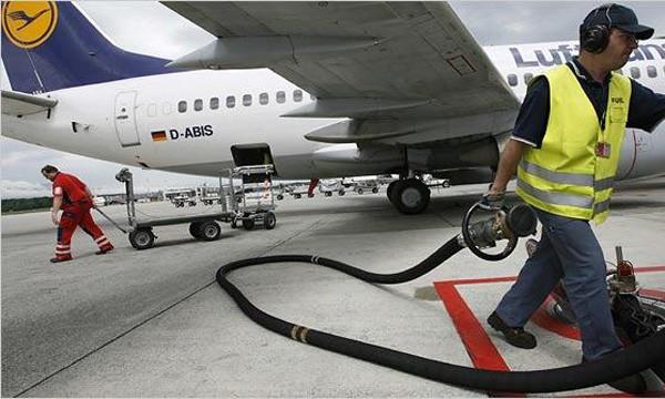 АМКУ предлагает снизить пошлины на авиатоплива