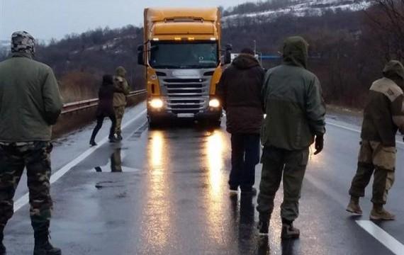 Украинские фуры блокируют на въезде в РФ