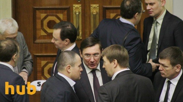Новой коалиции пока не хватает четырех нардепов