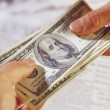 Зеленский одобрил принудительную реструктуризацию валютных кредитов