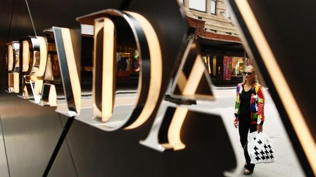 Чистая прибыль Prada SpA снизилась до 330,9 млн евро