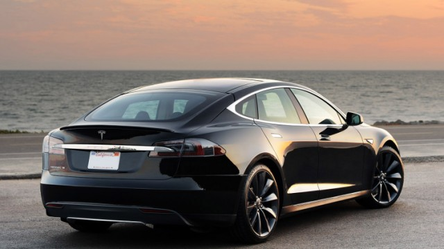 Tesla представила новую модель электромобиля