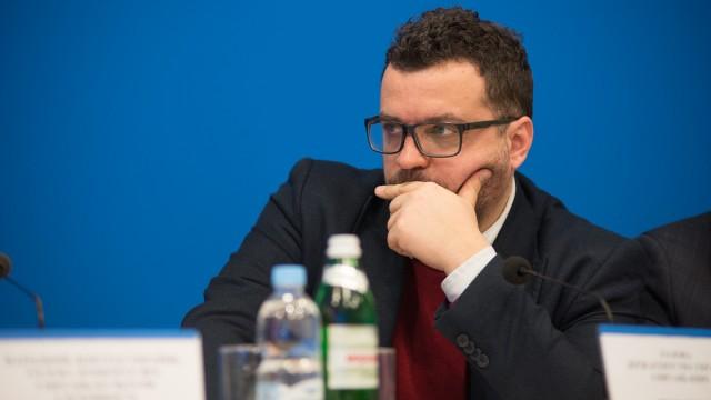 Глава Госкино заявил, что рассчитался с производителями фильмов полностью