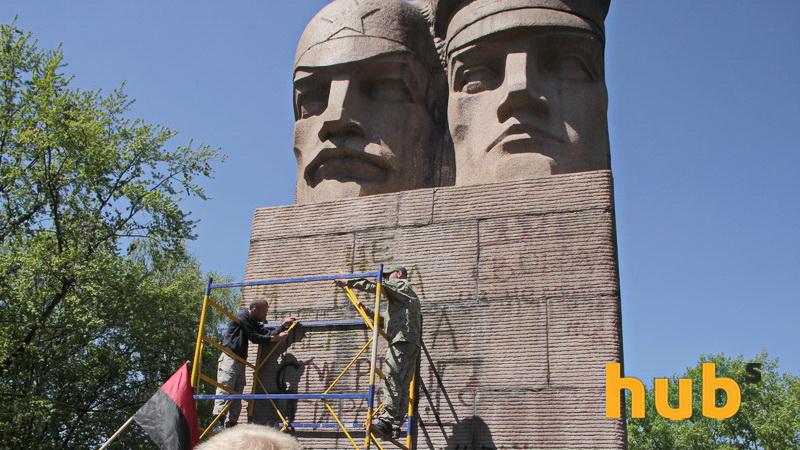 Монумент-лом_05