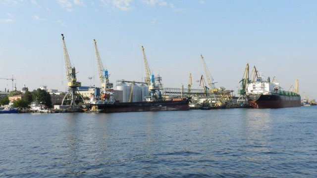 Морпорты нарастили перевалку грузов до 33 млн тонн