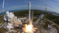 SpaceX посадила ступень ракеты Falcon 9 на воду (ВИДЕО)