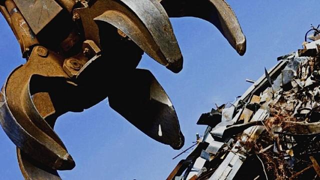 Порошенко ветировал закон о металлоломе