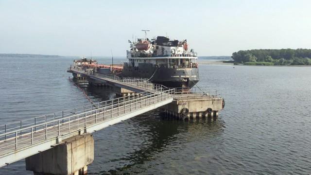Госрезерв возобновил прием дизтоплива танкерами