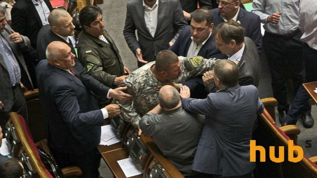 Нардеп Береза кулаками защитил декоммунизацию (фото)