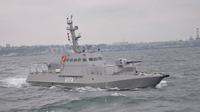 Порошенко передал морякам новые артиллерийские катера