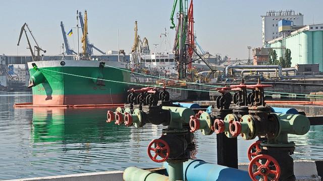 Одесская нефтегавань впервые обработала сразу три танкера
