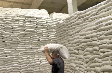 На мировых рынках стоимость сахара выросла на треть