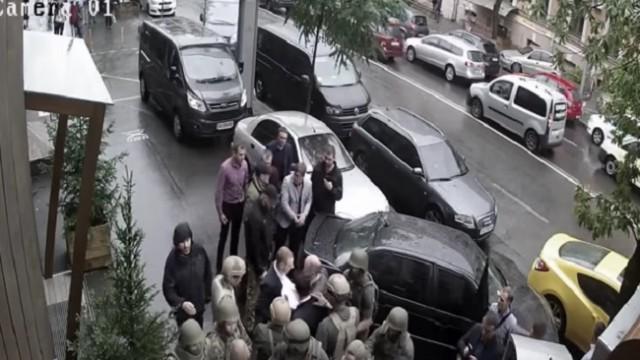 Обнародовано видео драки прокуроров со спецназом НАБУ
