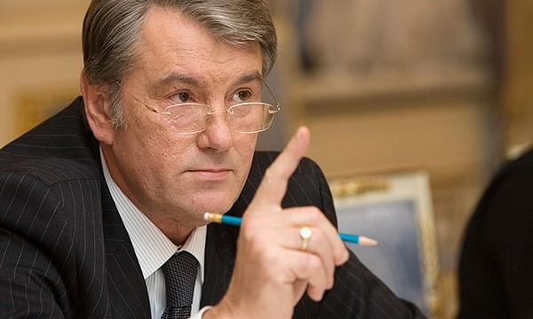 Ющенко пристыдил Порошенко из-за фабрики Roshen в РФ