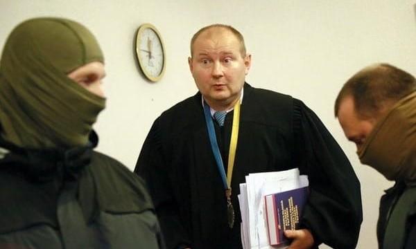 Сбежавшего судью-взяточника Чауса начал искать Интерпол