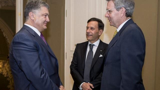 Порошенко попрощался с послами Италии и США