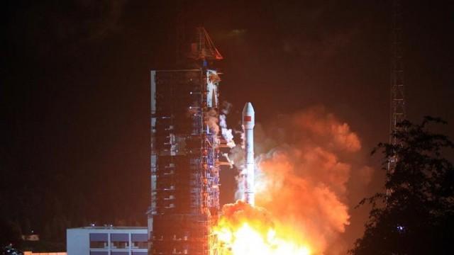 Китай провел первый запуск спутника мобильной связи