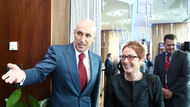 Посол США поговорила с украинским бизнесменом