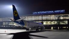 Во Львове самолет выкатился со взлетной полосы