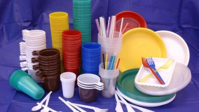 В Минэкологии предлагают отказаться от пластиковых пакетов и посуды