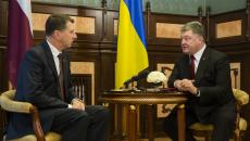 Порошенко обсудит с Президентом Латвии конфискованные $50 млн